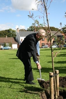 Harry Moses tree planting commemorating WW1